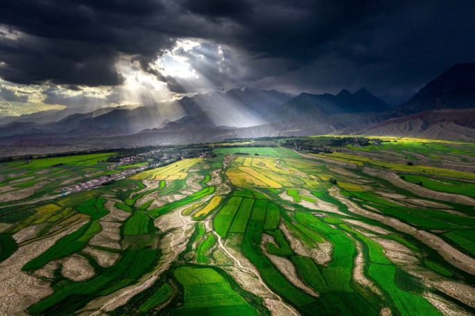 natural-nature-sky-natural-landscape-terrace-landscape-paddy-field-cloud-grassland-aerial-photography-field-plain-grass-rural-area-photography-mountain-bird's-eye-view-world-earth-1595848 (1)